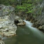 Drumetie in Cheile Bicazului: Cascadele de sub Piatra Altarului