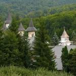 Mănăstiri pline de istorie din Ţinutul Neamṭ
