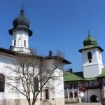 Așteptând Lumina Sfântă la mănăstirile nemțene