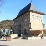 """Biserica """"Sfantul Ioan Botezatorul"""" de la Curtea Domnească din Piatra Neamt"""