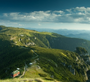 E vremea drumețiilor în Parcurile protejate din Neamț, locuri de odihnă și relaxare