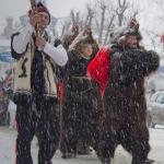 Jocurile traditionale cu masti din noaptea de revelion