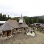 Descoperă de-acasă Mănăstirea Petru Vodă din Neamț! Părintele Justin Pârvu, despre forța Românului de a birui în greutăți