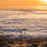 Spectacol de lumină, sus pe Ceahlău, printre nori!