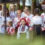 În Neamț, la Săbăoani, copiii duc tradițiile mai departe