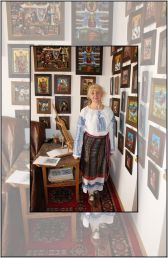 Icoane pe lemn și sticlă: meșterul popular Cecilia Hăisan